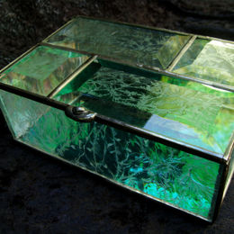 glue chip clear textured side jewelry box with beveled top and colored mirror bottom